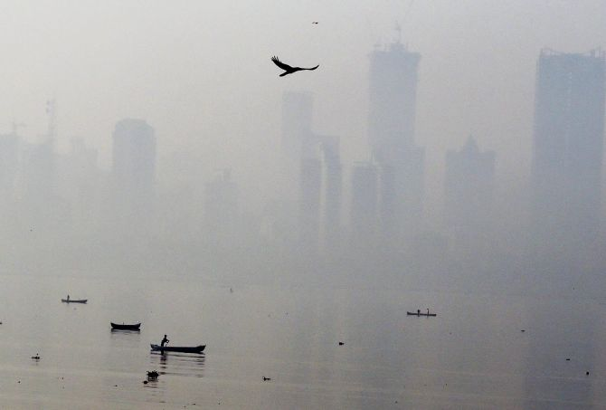 India News - Latest World & Political News - Current News Headlines in India - PHOTOS: Mumbai turns hazy under blanket of smog