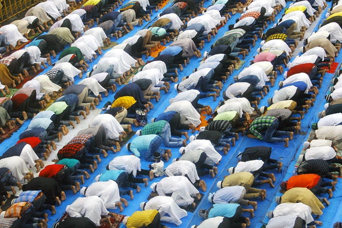 People offering prayers at the Jama Masjid in Bandra. Photograph ...