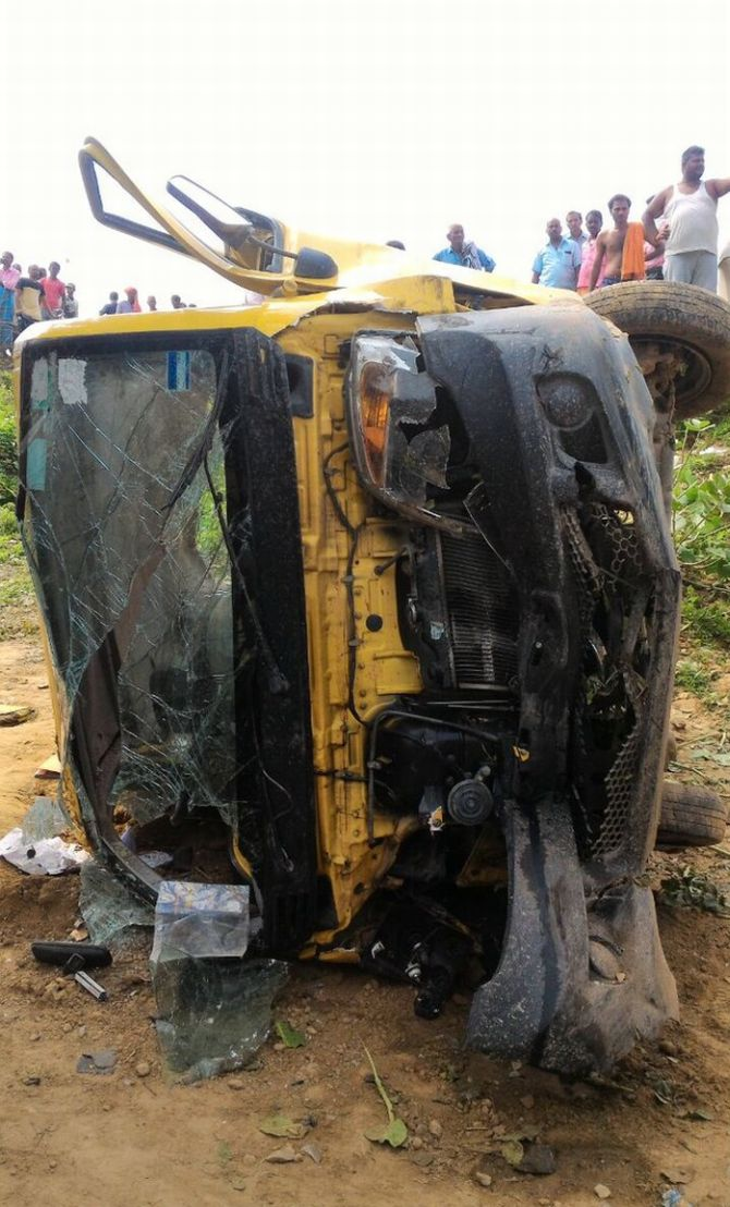 India News - Latest World & Political News - Current News Headlines in India - 8 kids die as train hits school van in UP; driver ignored warning