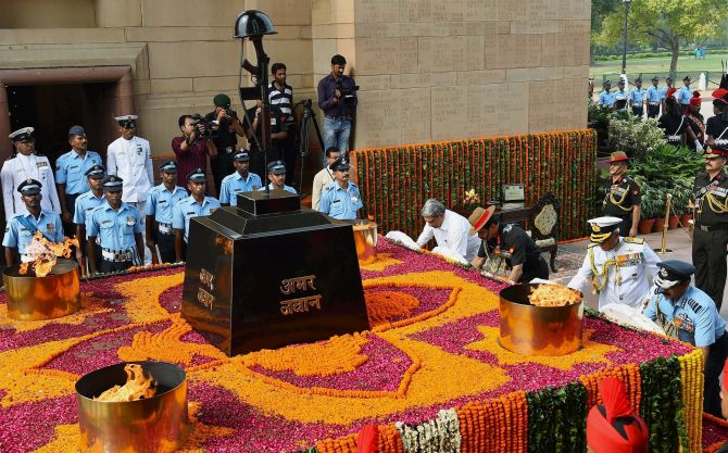 India News - Latest World & Political News - Current News Headlines in India - PHOTOS: India remembers Kargil war heroes