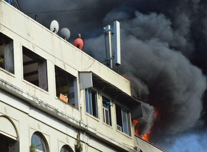 India News - Latest World & Political News - Current News Headlines in India - PHOTOS: Massive fire breaks out at Colaba Causeway
