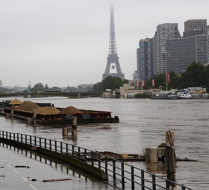 India News - Latest World & Political News - Current News Headlines in India - Louvre shut, thousands evacuated as France declares flood emergency