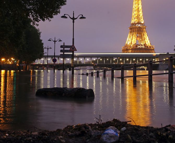 India News - Latest World & Political News - Current News Headlines in India - PHOTOS: Paris is drowning in epic floods