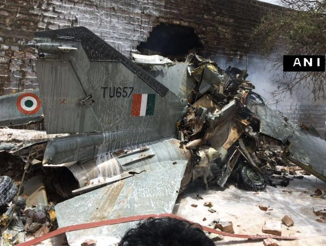 India News - Latest World & Political News - Current News Headlines in India - IAF's MiG-27 crashes into Jodhpur building