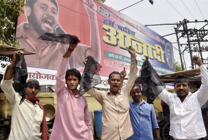 India News - Latest World & Political News - Current News Headlines in India - Kanhaiya's supporters thrash protester for waving black flag during his speech