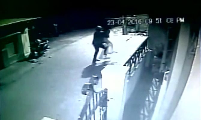 India News - Latest World & Political News - Current News Headlines in India - Bengaluru: CCTV captures woman being abducted in full public view