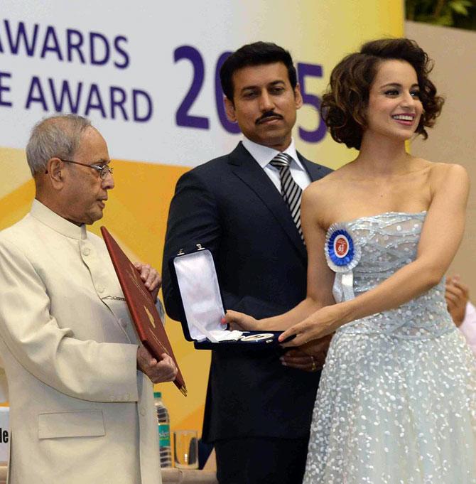 Kangana Ranaut Receives Her National Award From President Pranab Mukherjee