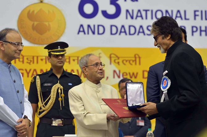 Amitabh Bachchan receives the National Award from the President.