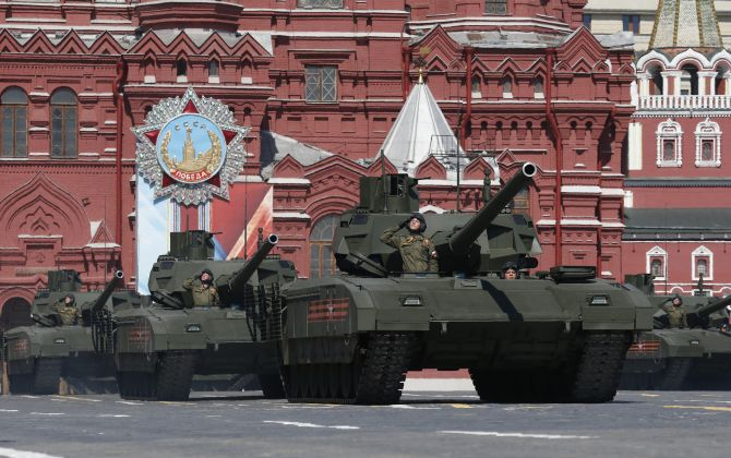 India News - Latest World & Political News - Current News Headlines in India - PHOTOS: Russia displays its military might on 'Victory Day'