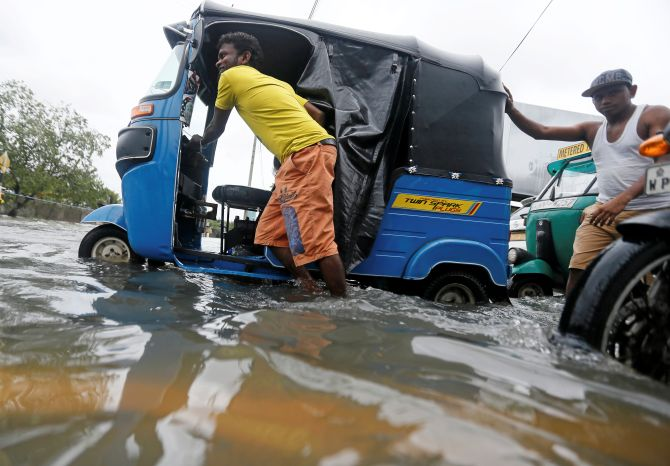 India News - Latest World & Political News - Current News Headlines in India - 11 die in Sri Lanka floods, thousands left homeless