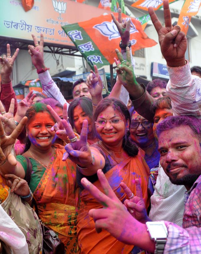 India News - Latest World & Political News - Current News Headlines in India - Mamata and Jaya hold on to power; Kerala and Assam vote for change