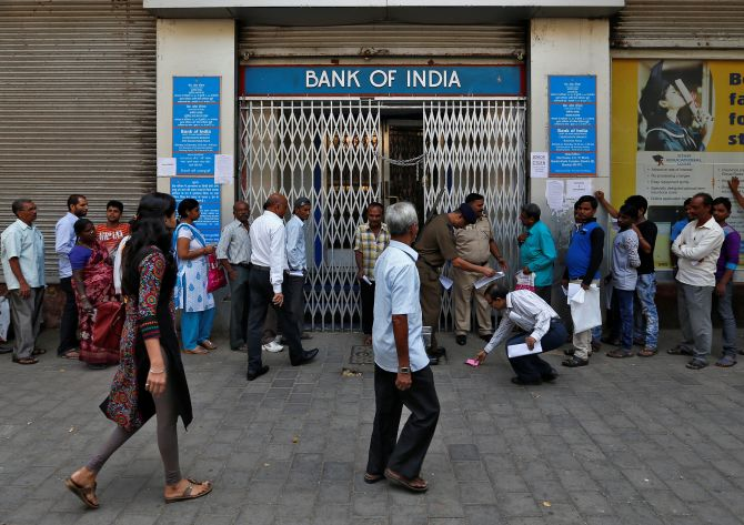 Cash crunch at banks continue