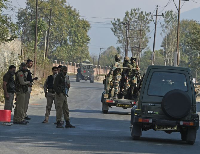India News - Latest World & Political News - Current News Headlines in India - Soldier injured in encounter with terrorists holed up in J-K government building