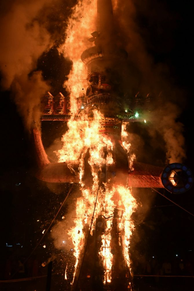 India News - Latest World & Political News - Current News Headlines in India - PHOTOS: Terrorism, Pak take Ravan's form this Dussehra