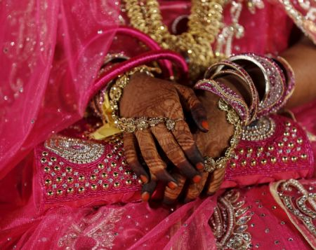 India News - Latest World & Political News - Current News Headlines in India - Indian woman 'forced into marriage at gun point' in Pak allowed to return home