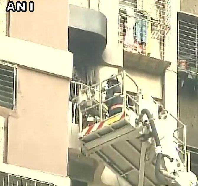India News - Latest World & Political News - Current News Headlines in India - 2 killed in major fire at Maker Tower in south Mumbai
