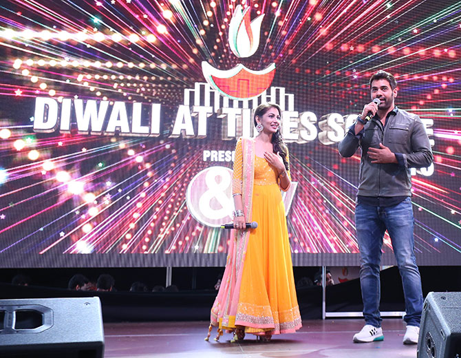 Shabbir Ahluwalia -- Rockstar Abhi -- and Sriti Jha -- Pragya in Kumkum Bhagya-- emceed the show. Diwali@Times Square