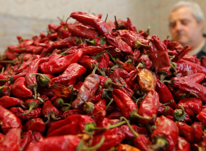 India News - Latest World & Political News - Current News Headlines in India - Too hot to handle! American left with hole in throat after eating red chilli