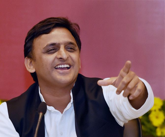 India News - Latest World & Political News - Current News Headlines in India - Akhilesh detained on way to attend protest rally