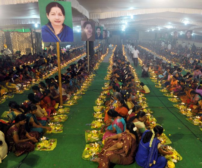 India News - Latest World & Political News - Current News Headlines in India - 200 priests, 3,000 workers pray for Amma's speedy recovery in Chennai