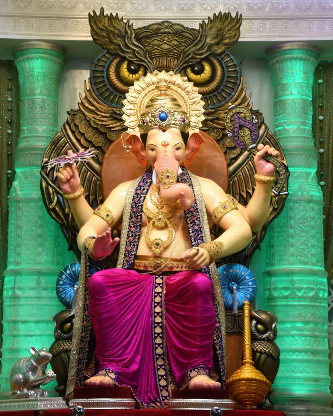 India News - Latest World & Political News - Current News Headlines in India - First Look: Lalbaugcha Raja arrives