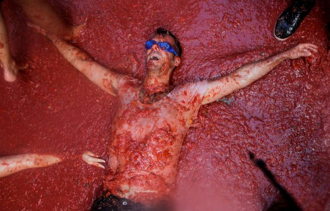India News - Latest World & Political News - Current News Headlines in India - PHOTOS: The smashing Tomatina festival
