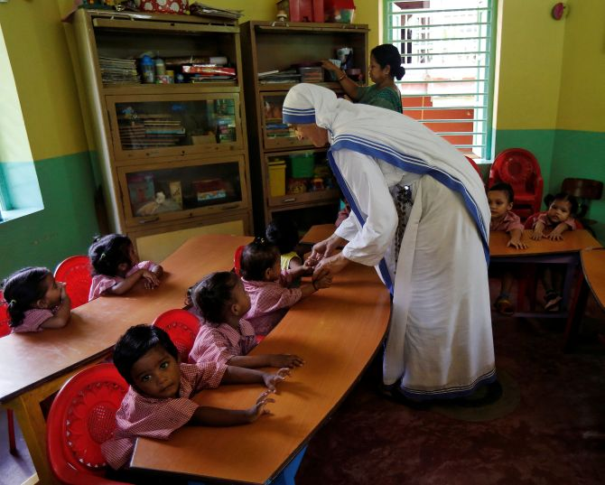 A Pencil in Gods Hand: Mother Teresas Story Comes to the