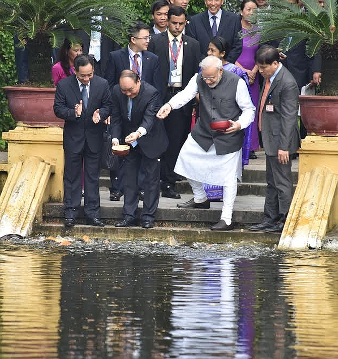 Prime Minister Narendra Modi and Vietnamese Prime Minister Nguyen Xuan Phuc feed fish in Uncle Ho's pond in the presidential compound in Hanoi, September 3, 2016. Photograph: Press Information Bureau