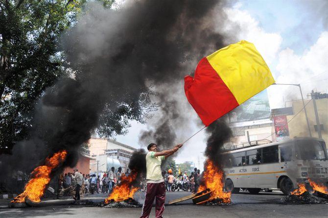 India News - Latest World & Political News - Current News Headlines in India - PHOTOS: Cauvery bandh brings Bengaluru to halt