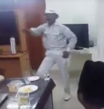 India News - Latest World & Political News - Current News Headlines in India - WATCH! Conman turns 'disco dancer' to entertain cops