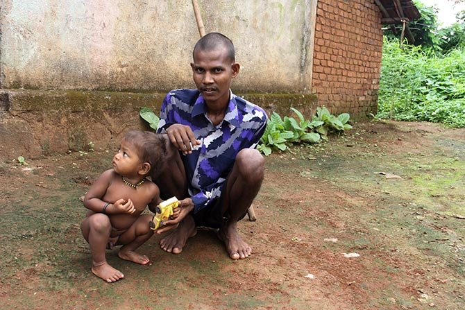 Ananta Savar, seen here with Rudra, suffers from tuberculosis since 2014. Reduced to mere bones Anata could barely walk a few metres before sitting down to catch up on his breath.