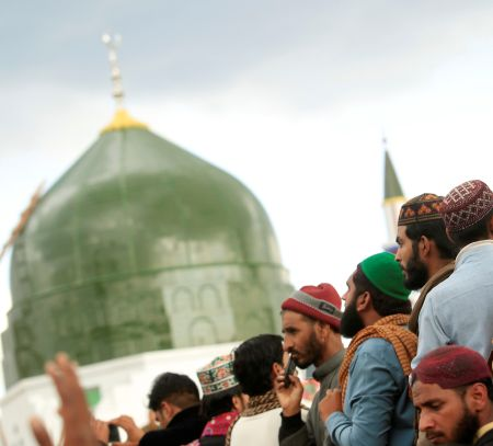 20 men and women killed by &#039mentally unwell&#039 custodian of dargah in Pak