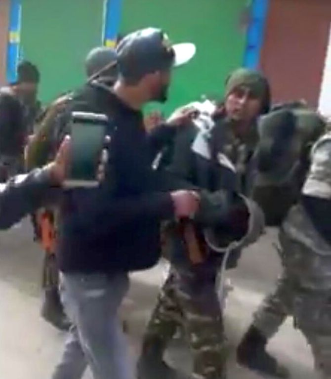Viral News India: 5 Arrested For Assaulting CRPF Jawans In J&K