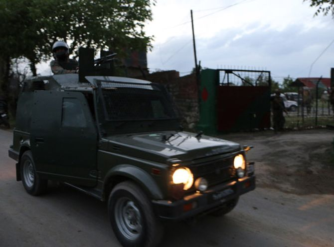 India News - Latest World & Political News - Current News Headlines in India - Budgam: 2 terrorists killed in encounter