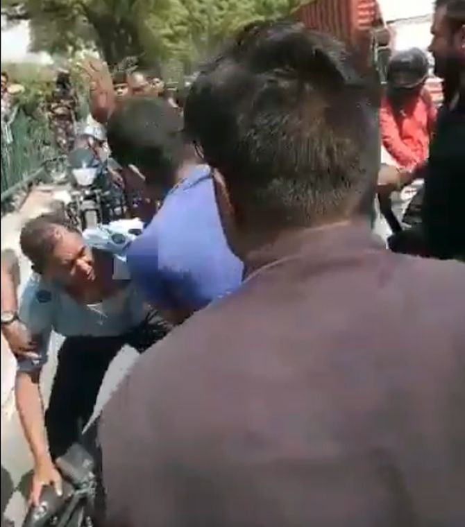 India News - Latest World & Political News - Current News Headlines in India - IAF personnel assaulted, robbed in Delhi; 3 arrested