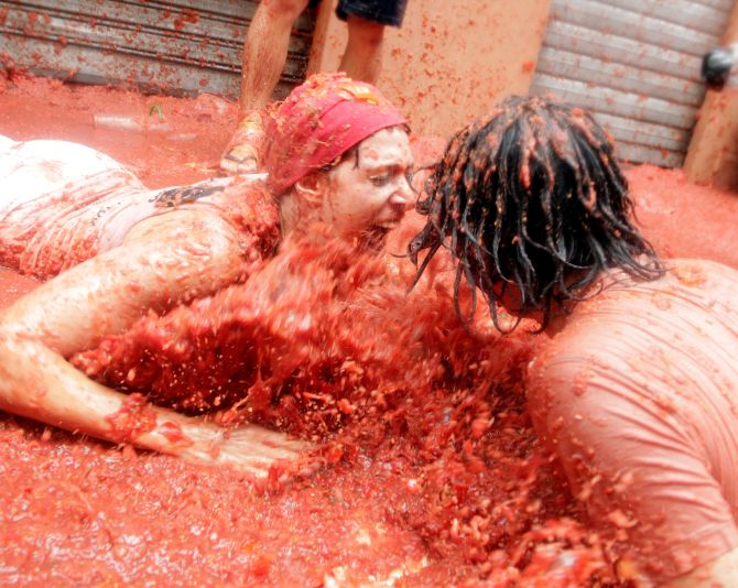 India News - Latest World & Political News - Current News Headlines in India - 12 most insane images from the world's biggest tomato festival