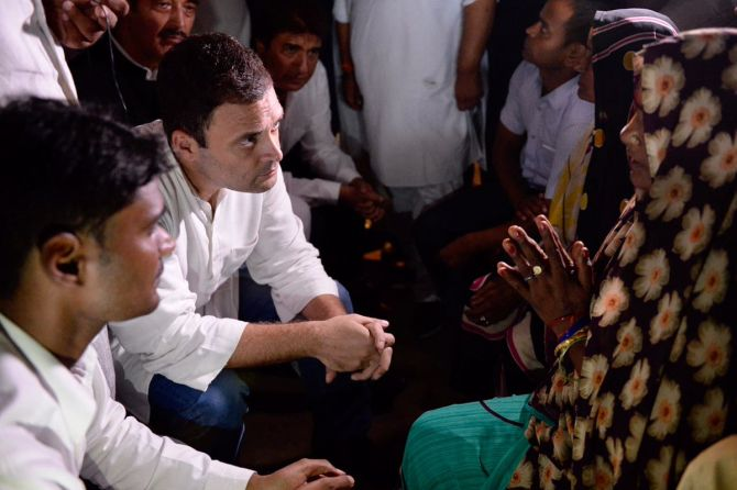 India News - Latest World & Political News - Current News Headlines in India - Gorakhpur a govt-made tragedy: Rahul after meeting bereaved families
