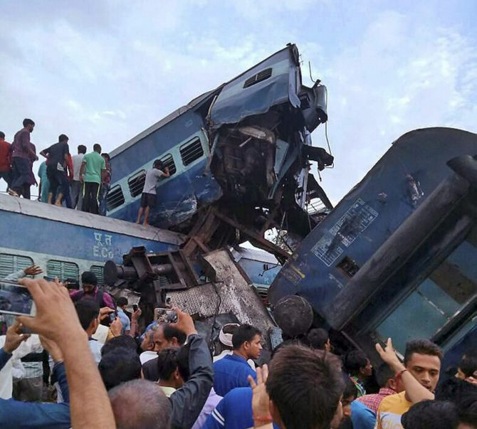 10 killed, 40 'seriously injured' in Utkal Express derailment