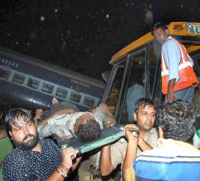 India News - Latest World & Political News - Current News Headlines in India - 23 dead as 14 coaches of Utkal Express derail in UP