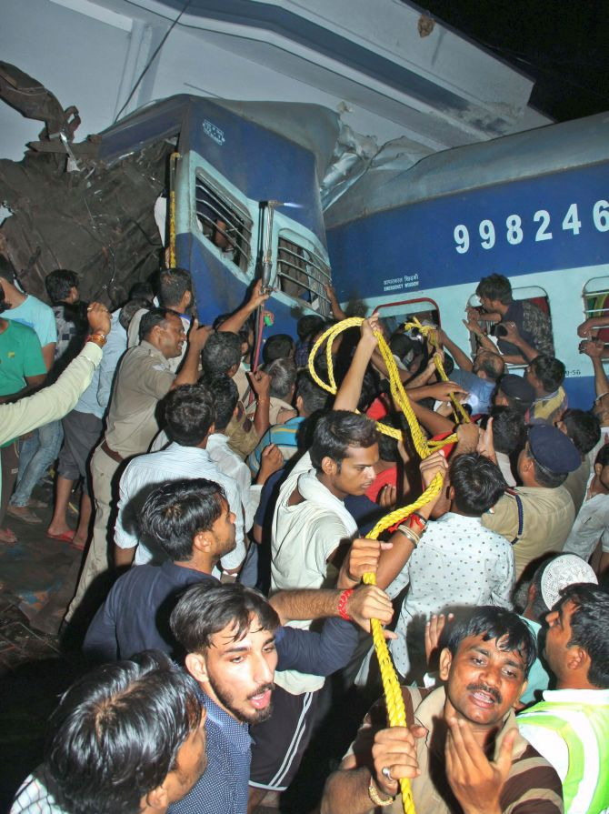 India News - Latest World & Political News - Current News Headlines in India - Mangled coaches pose tough challenge for track clearance