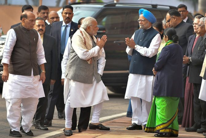 Image result for modi manmohan shake hand