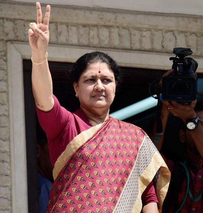 India News - Latest World & Political News - Current News Headlines in India - EC asks Sasikala to explain her elevation as AIADMK's general secretary