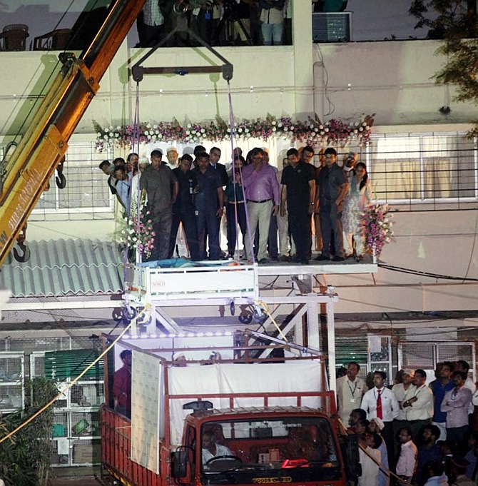 India News - Latest World & Political News - Current News Headlines in India - 500-kg Egyptian woman in Mumbai for treatment, lifted by crane