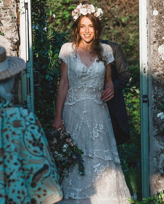 Bride Reunited With Her 150 Year Old Lost Wedding Dress Rediffcom