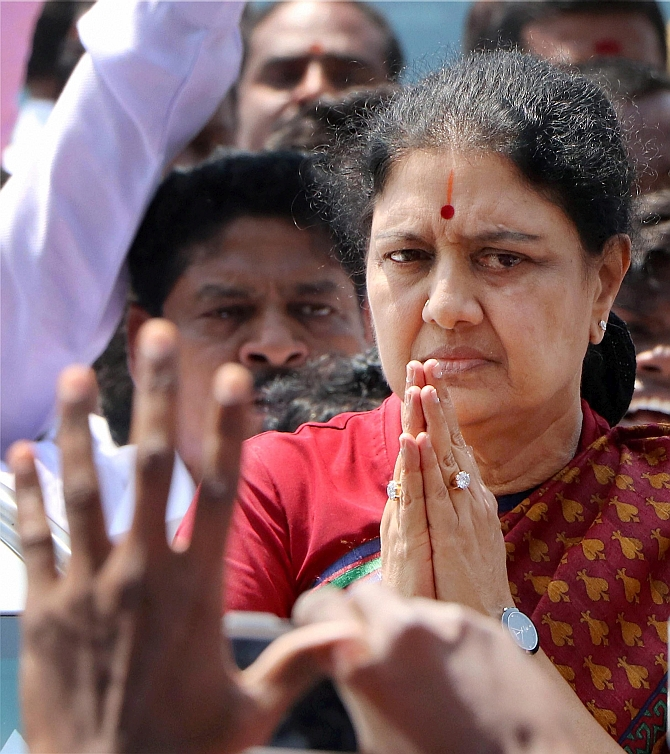 India News - Latest World & Political News - Current News Headlines in India - Sasikala, prisoner number 9435, enters jail