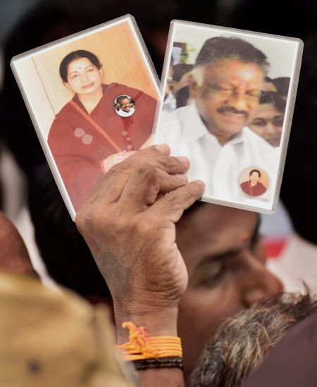 India News - Latest World & Political News - Current News Headlines in India - Panneerselvam vows to continue fight against Sasikala