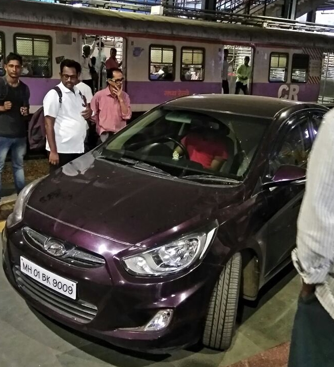India News - Latest World & Political News - Current News Headlines in India - Mumbai: 'Confused' cricketer drives car onto station platform