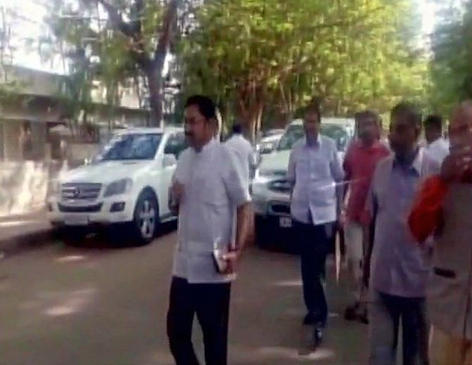 India News - Latest World & Political News - Current News Headlines in India - Days after floor test, Dinakaran meets Sasikala in prison