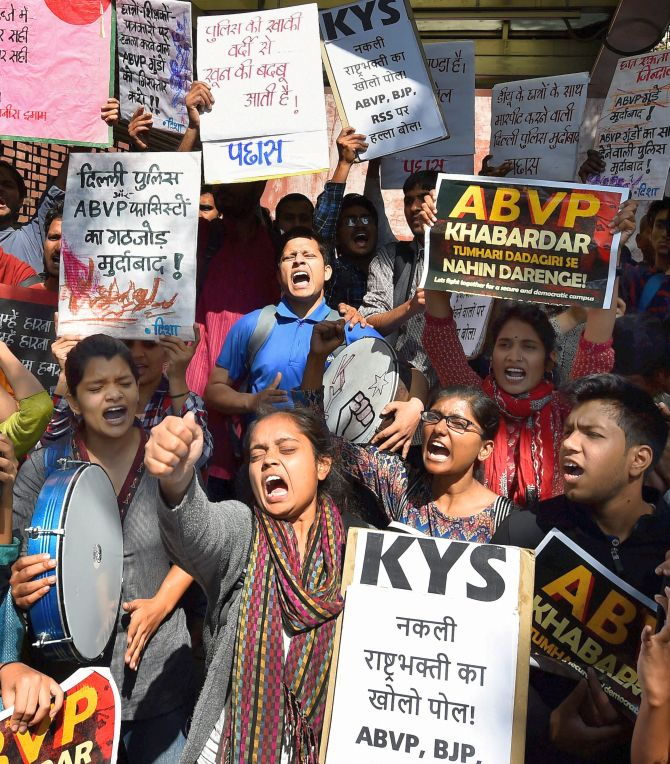 India News - Latest World & Political News - Current News Headlines in India - Delhi: Students protest ABVP attack; 3 cops suspended