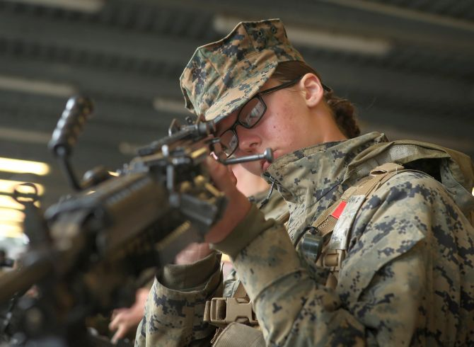 should women participate in military combat essay The big question that everyone keeps on asking is whether or not women should participate in the draft i strongly believe that women should not take part in the draft i have taken surveys, and i have facts that will prove you why women should not be included into the military draft.